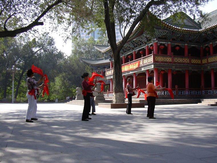 Kinesisk dans i parken